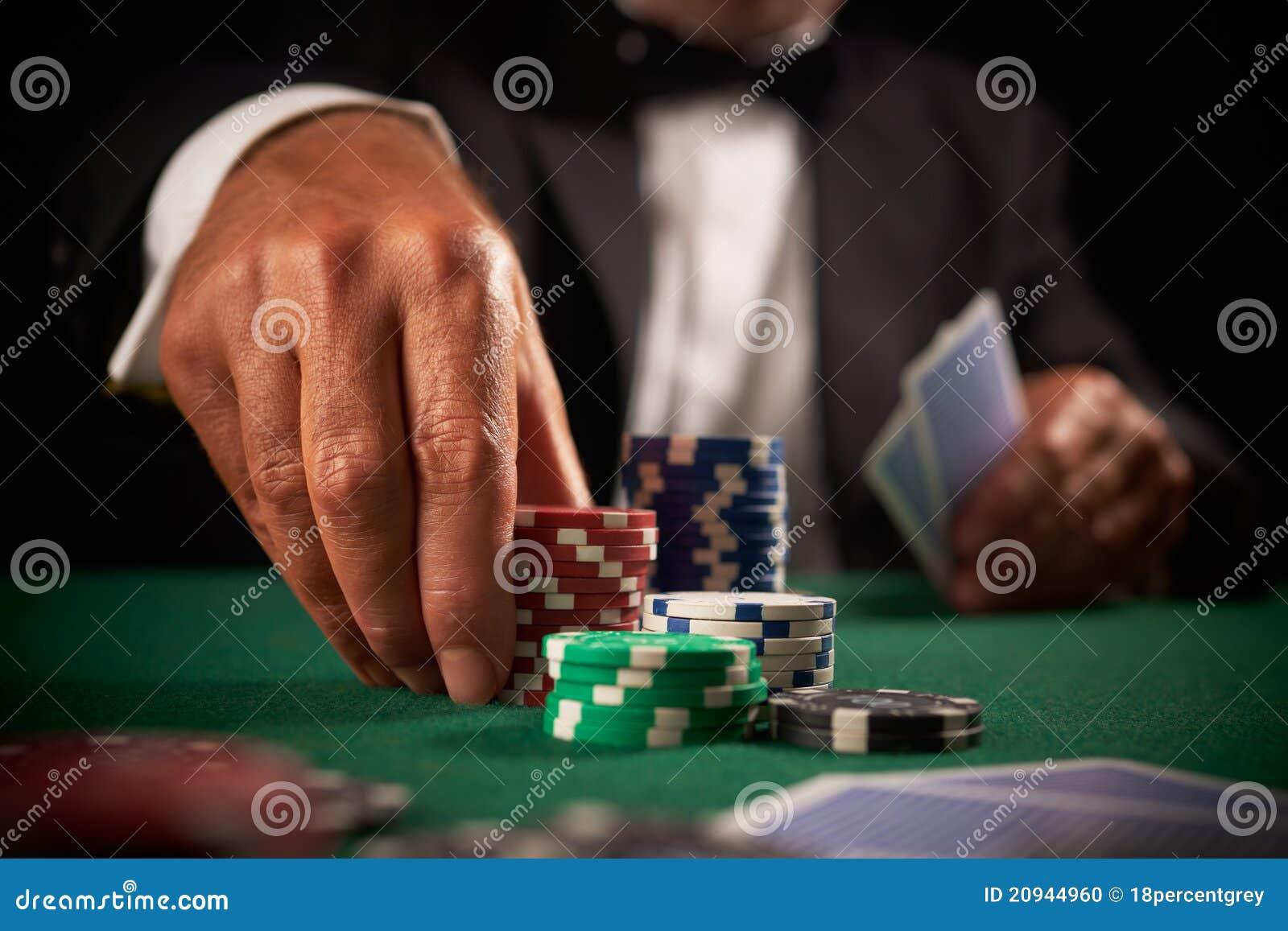 Virutas del casino de juego del jugador de tarjeta