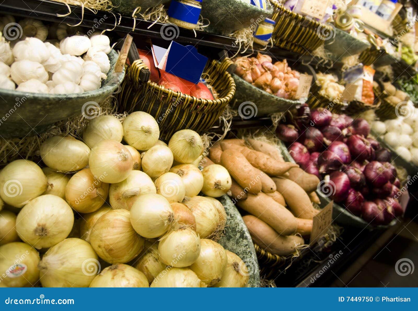 Visade grönsaker för livsmedelsbutikinsidalager