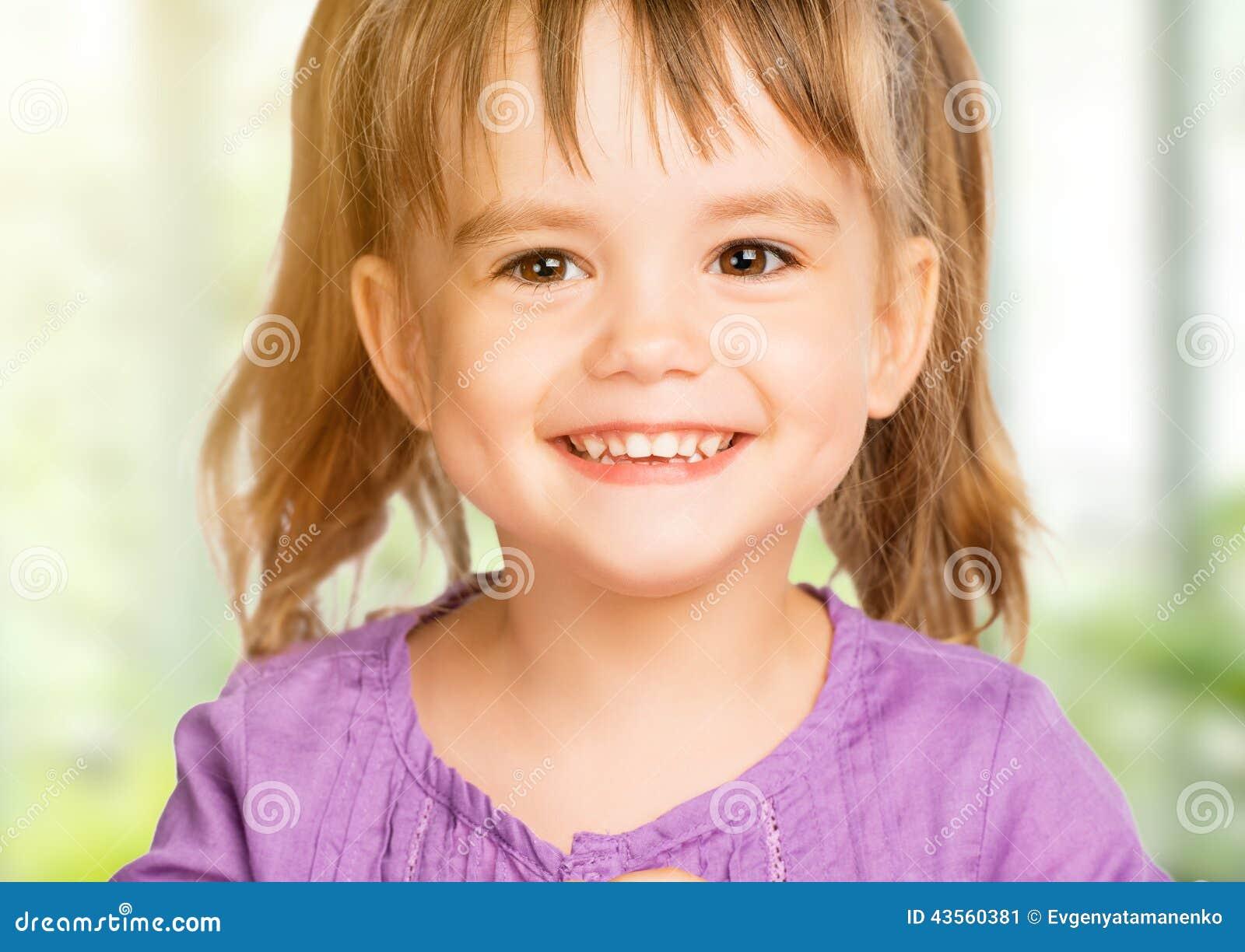 Souvent Visage D'enfant Heureux De Petite Fille Image stock - Image: 43560381 ZG88