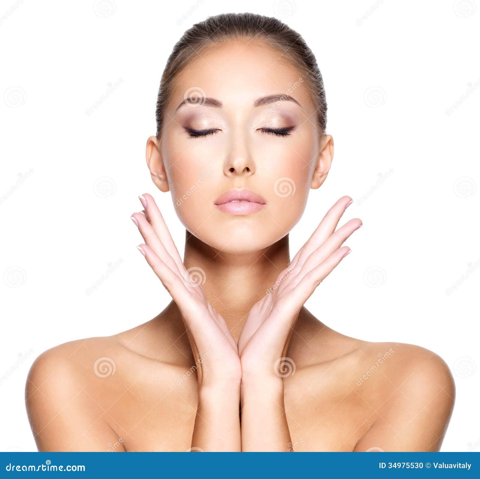 visage d 39 une belle jeune femme avec la peau saine photo stock image 34975530. Black Bedroom Furniture Sets. Home Design Ideas
