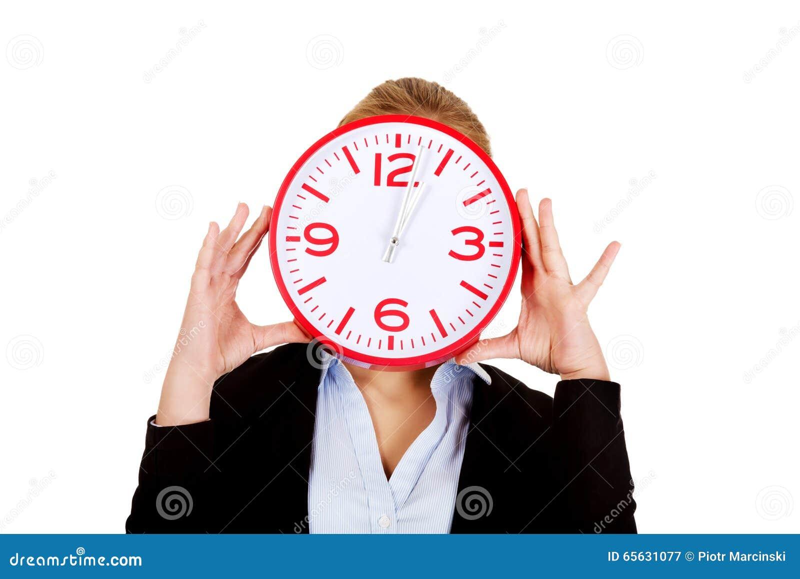 Visage de bâche de femme d affaires avec une horloge