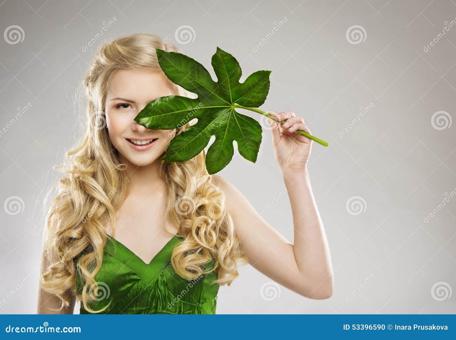 Visage De Femme Et Feuille De Vert, Traitement De Cheveux