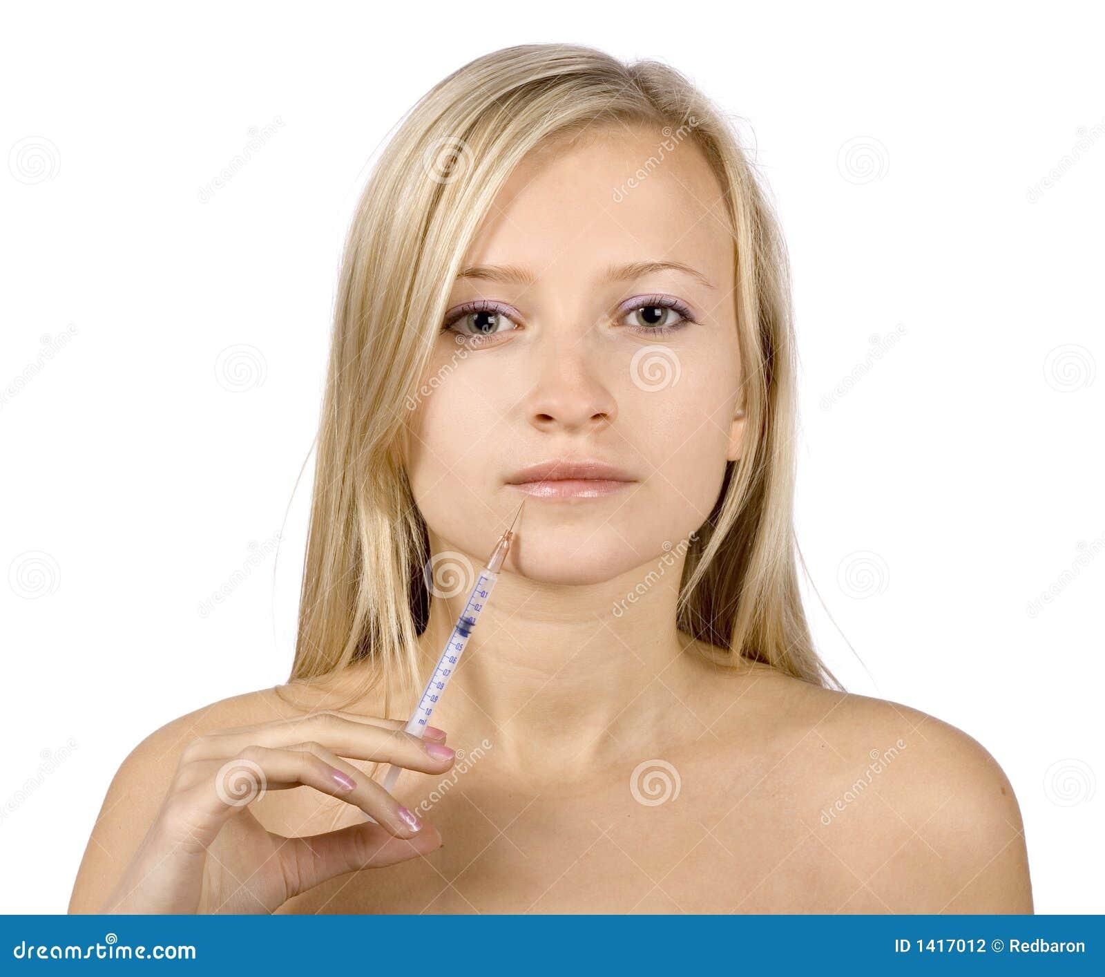 Visage de jeune injection blonde de femme + de botox