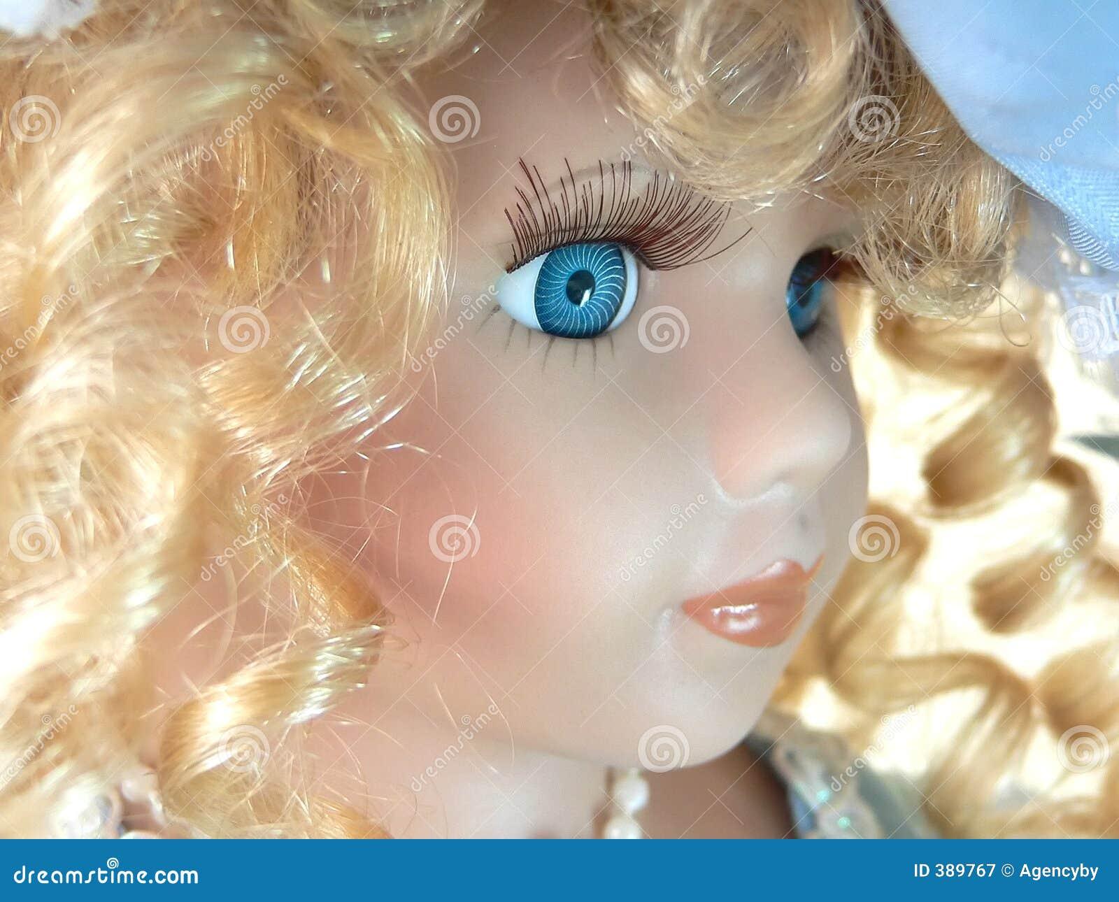 Visage de poupée