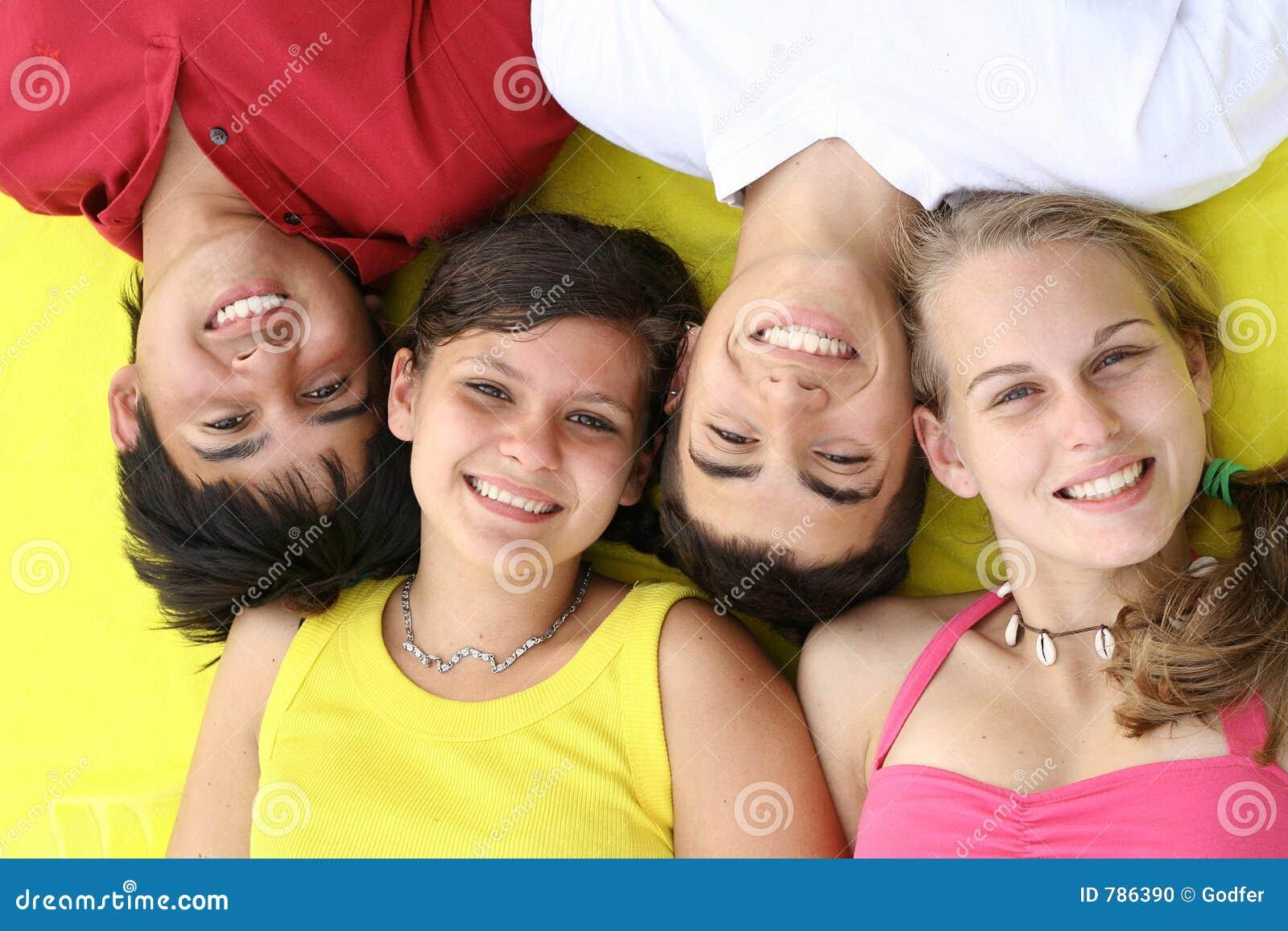 Visages de sourire heureux