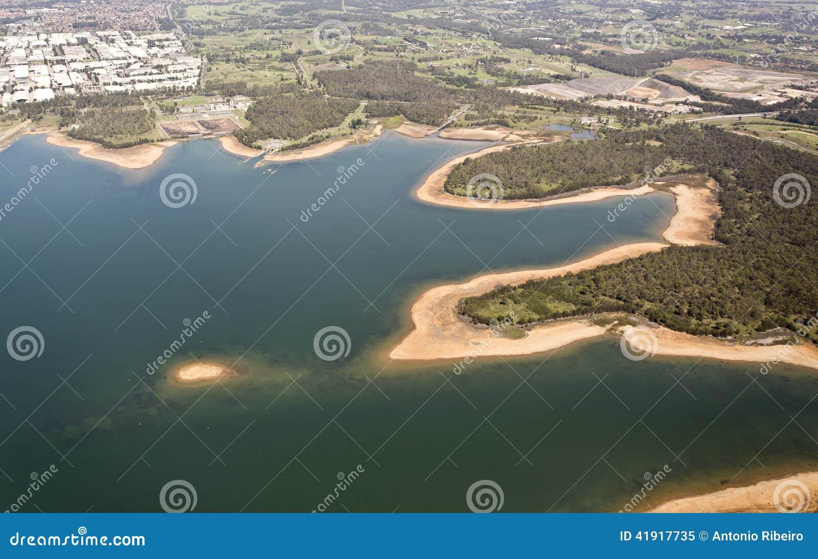 Visión aérea sobre el lago