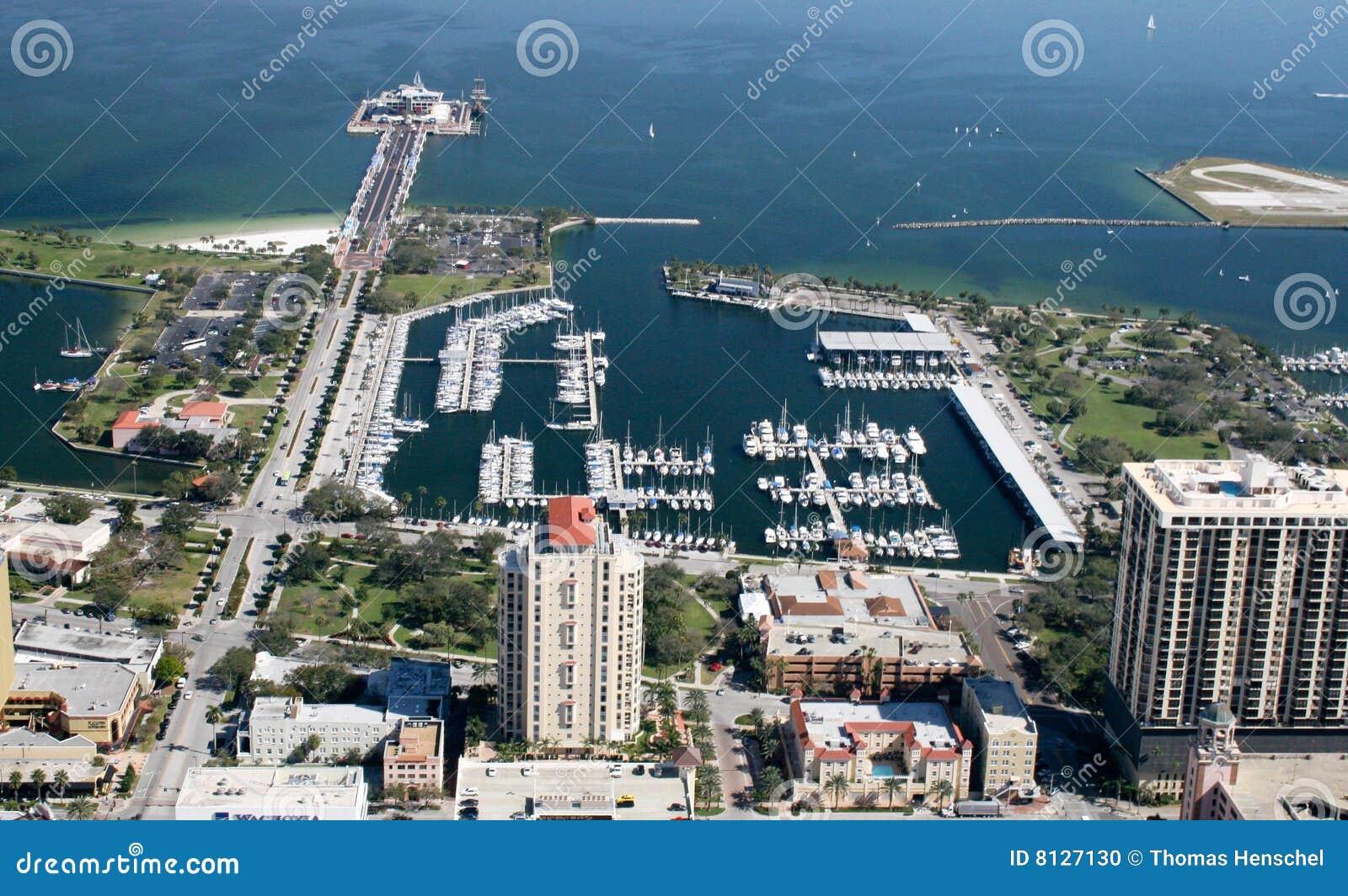 Visión aérea St Petersburg céntrico, la Florida