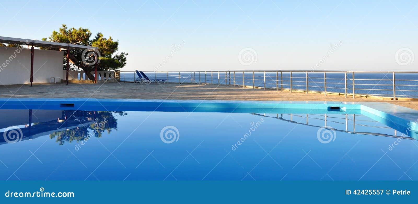 Visión desde la piscina al mar