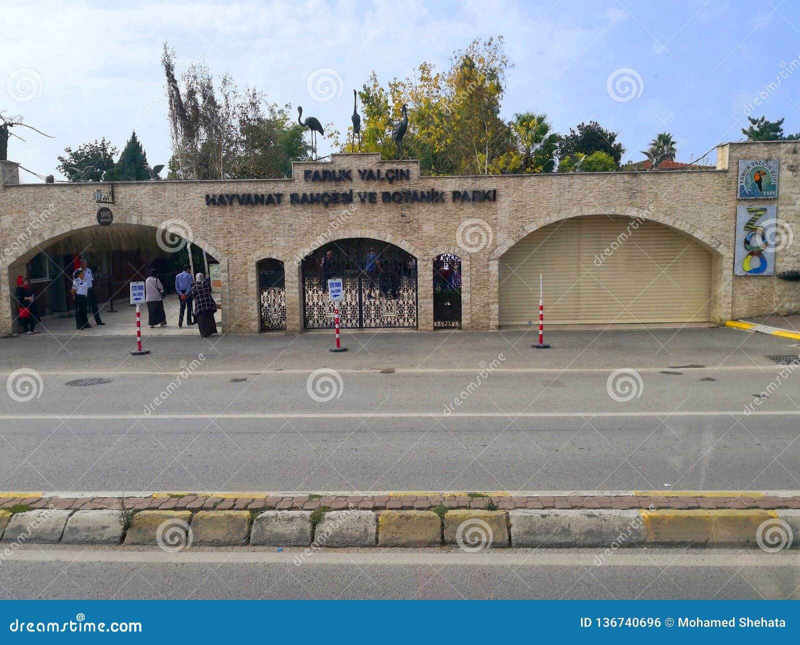 Visión externa para el parque zoológico de Faruk Yalcin en Estambul