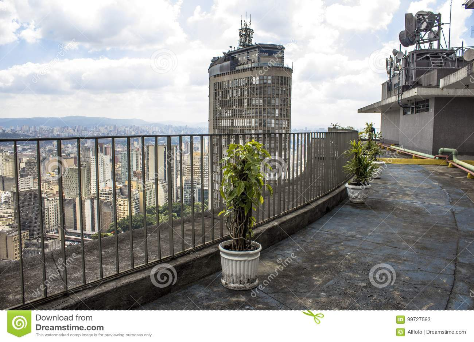 Visión Panorámica Desde La Terraza Del Edificio De Copan