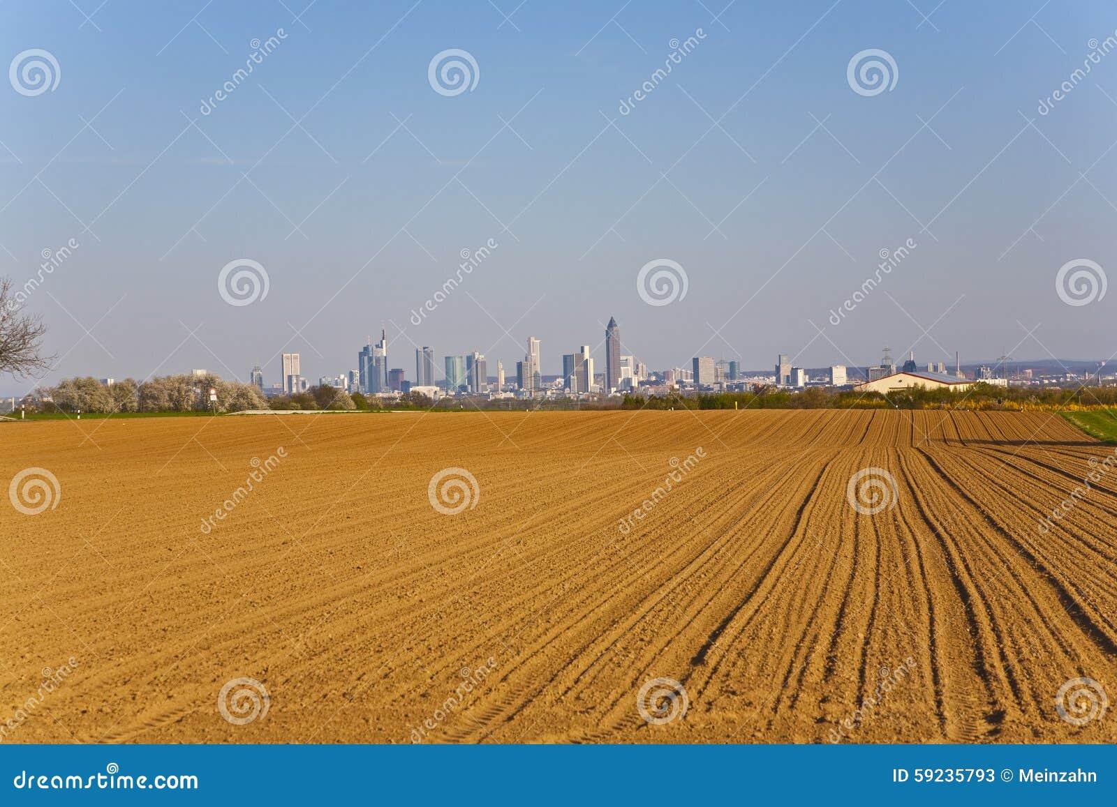 Download Visión Sobre Campos Al Horizonte De Francfort Imagen de archivo - Imagen de paisaje, callejón: 59235793