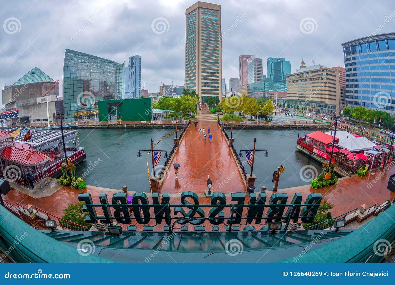 Visión sobre los rascacielos y el puerto viejo, Baltimore, los E.E.U.U. de la ciudad