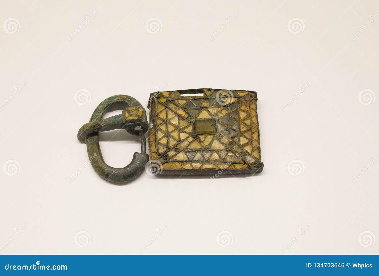 Visigothic Gurtplatte und -schnalle verziert mit cloisonne Glaspaste