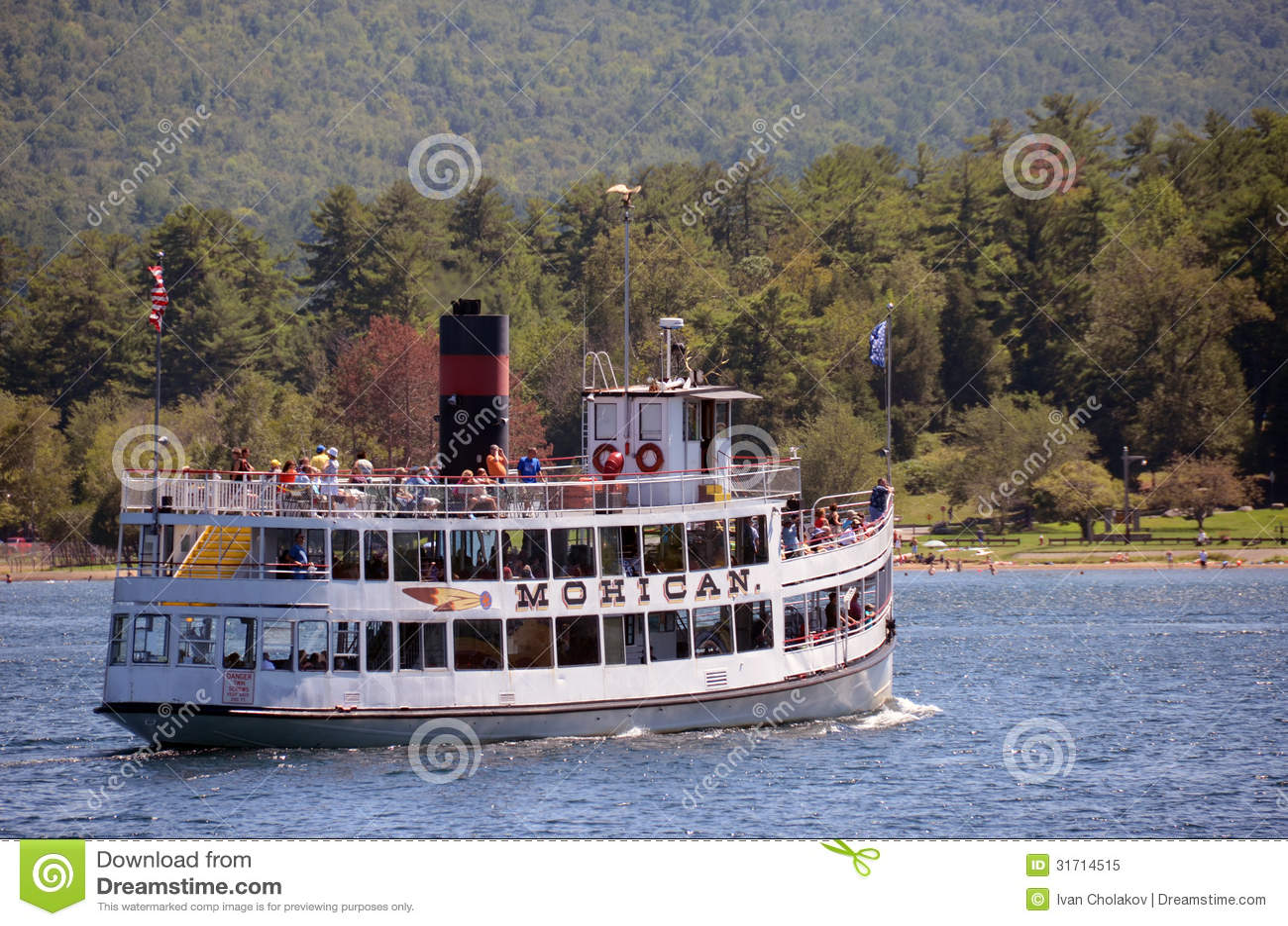 Visitant le pays sur le lac George, l état de New-York