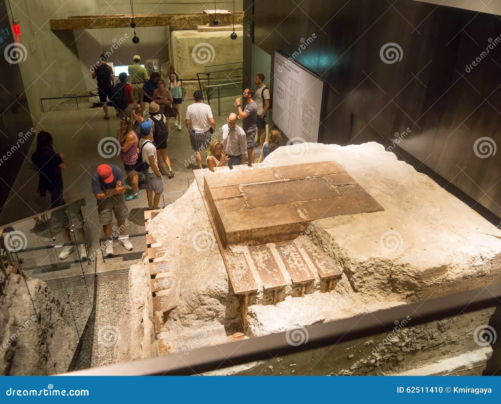 Visitantes no museu do 11 de setembro em New York City