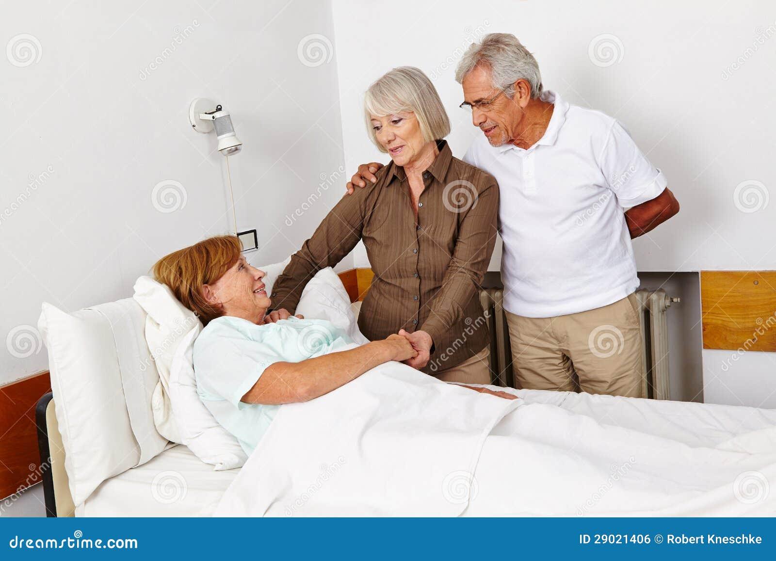 Visite supérieure de gens clouée au lit