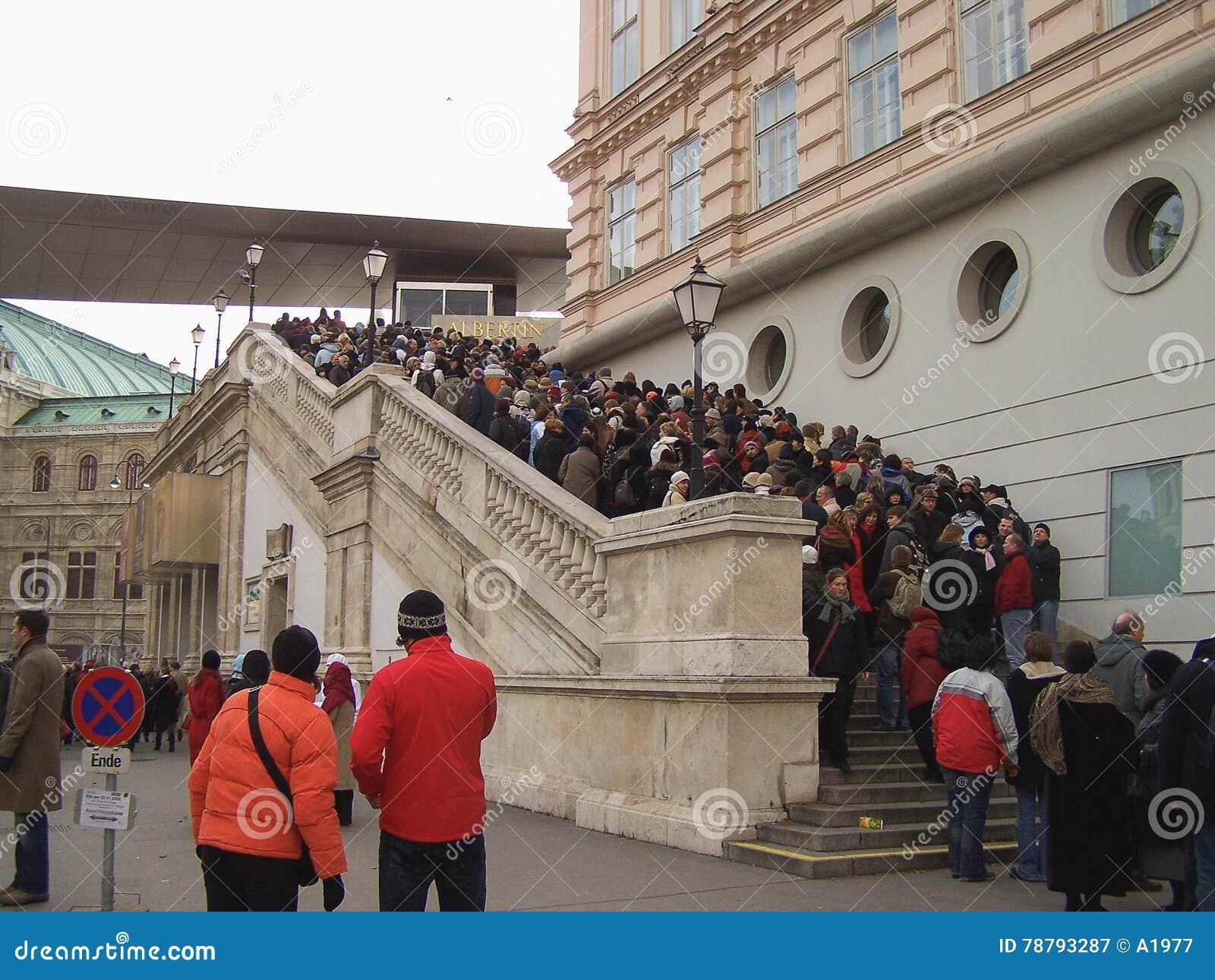 Austrian photographer shot visitors cheap Viennese pubs