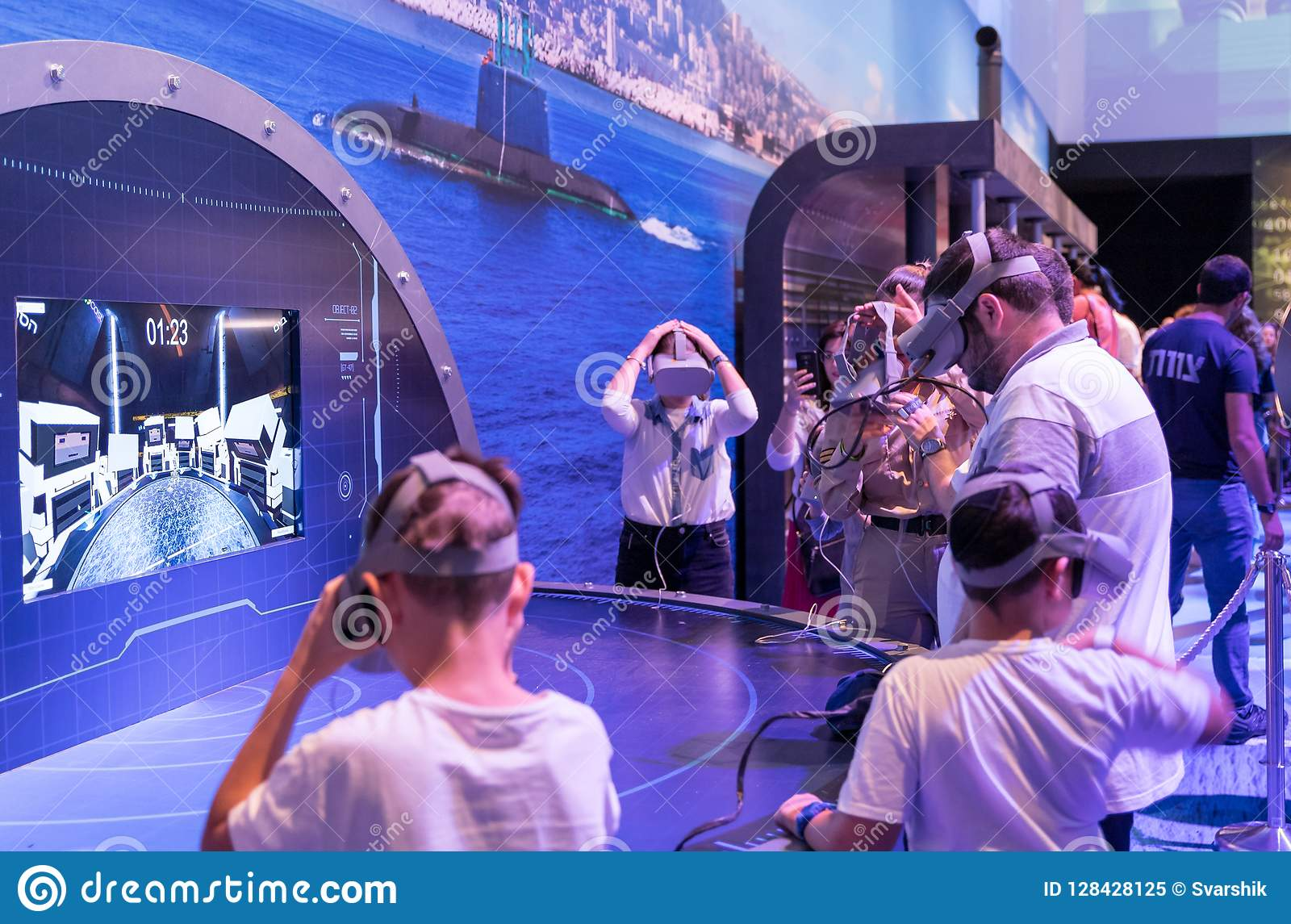D Virtual Reality Exhibition : Visitors use modern army d modeling and virtual reality tools at