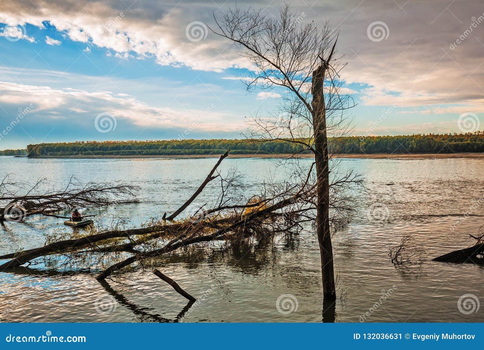 Visserij op de Ob-rivier Westelijk Siberië