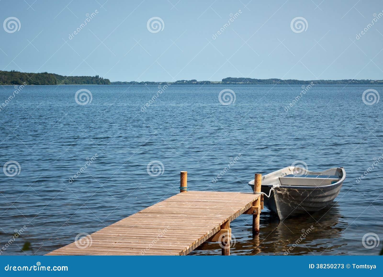 Vissersboot in Esrum-meer, Denemarken