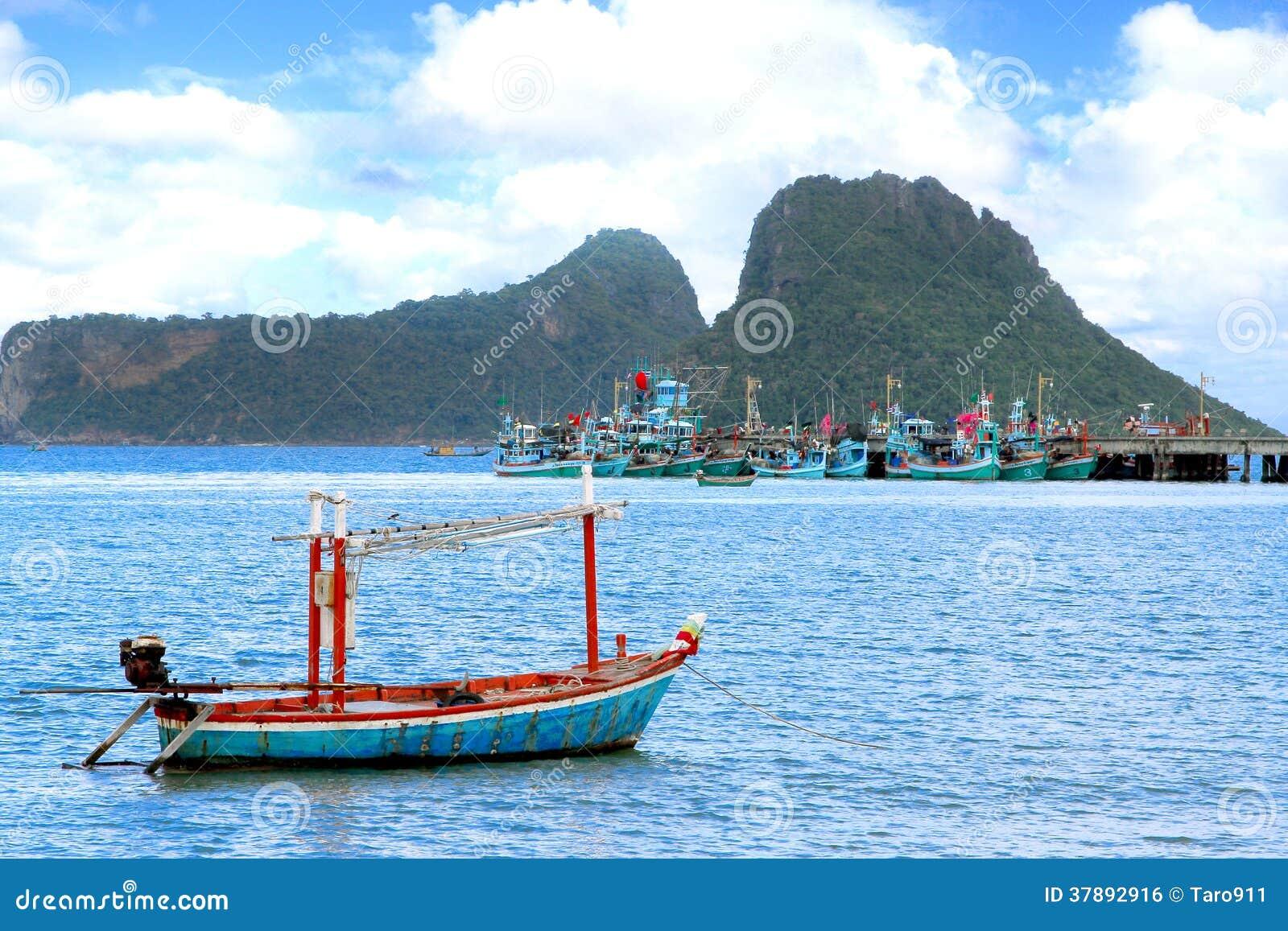 Vissersboot op het overzees
