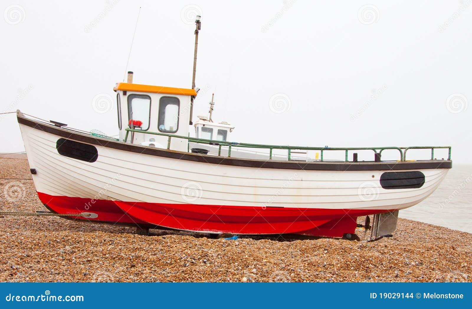 Vissersboot op strand