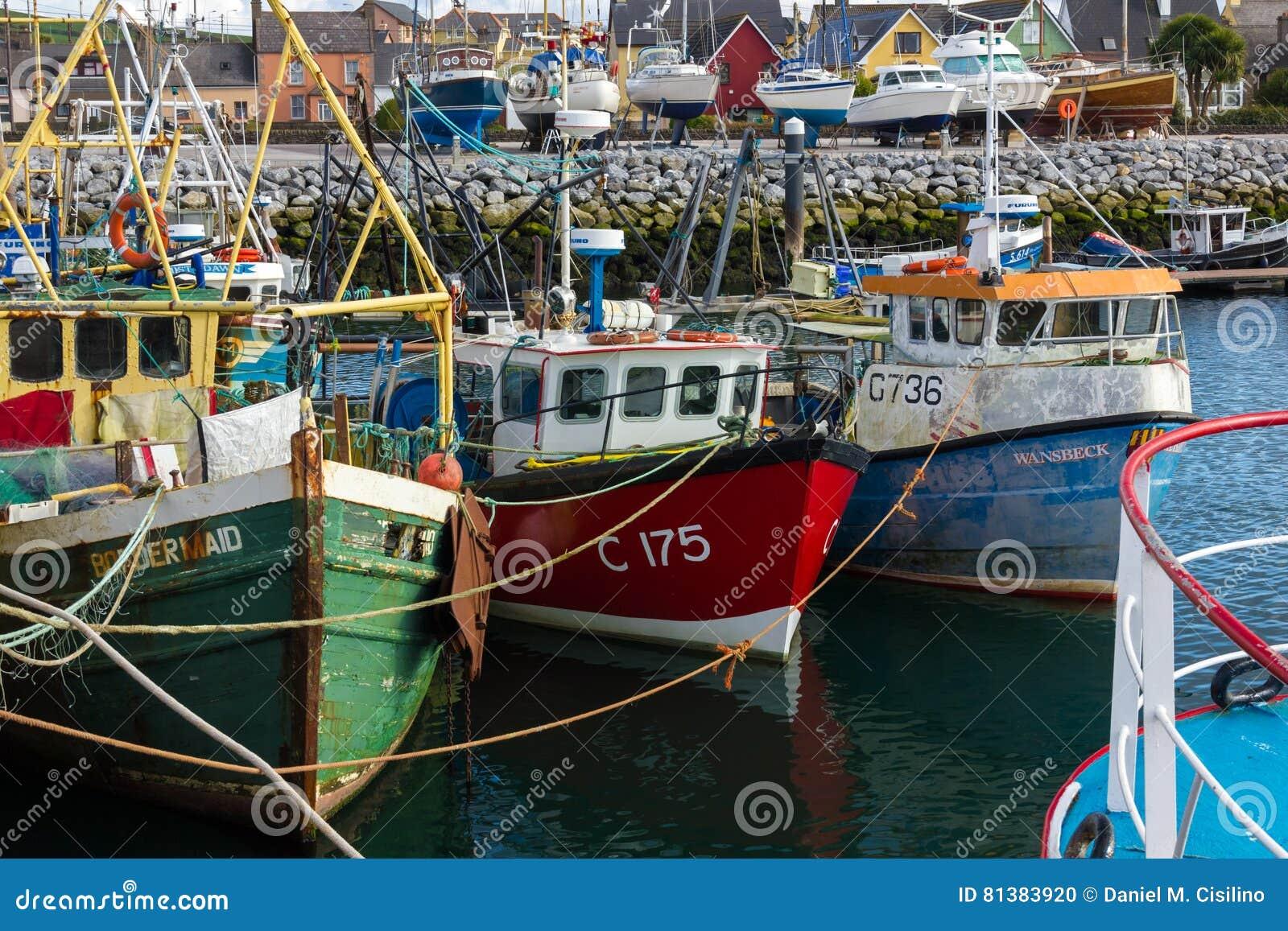 Vissersboten in de haven dingle ierland