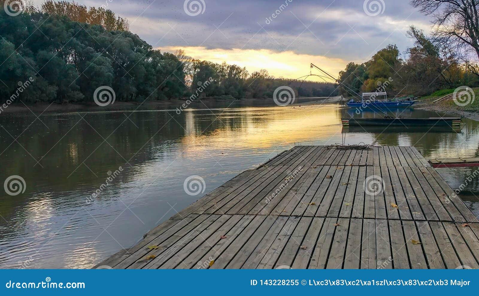 Vissersboten op de Donau