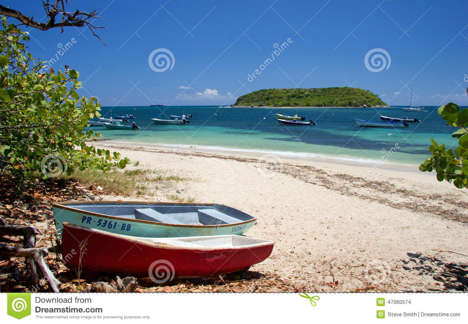 Vissersboten op het strand, Vieques-Eiland, Puerto Rico