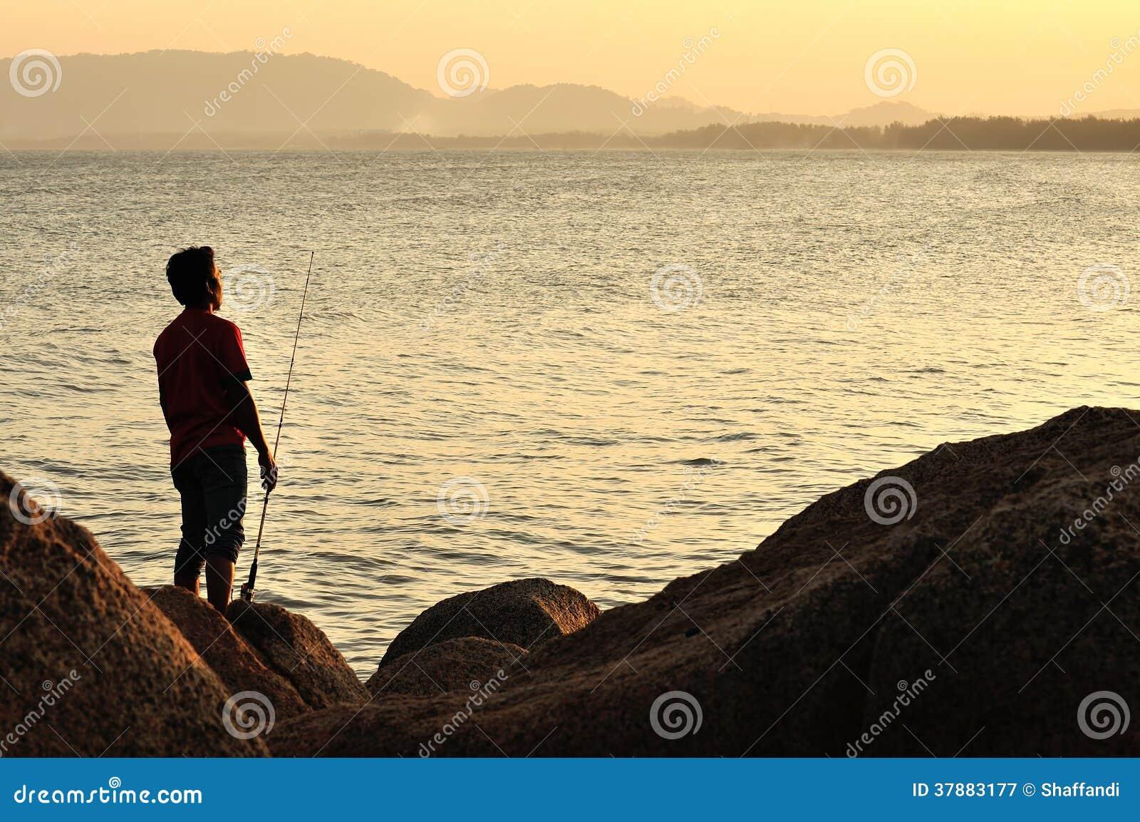Visserssilhouet op het strand