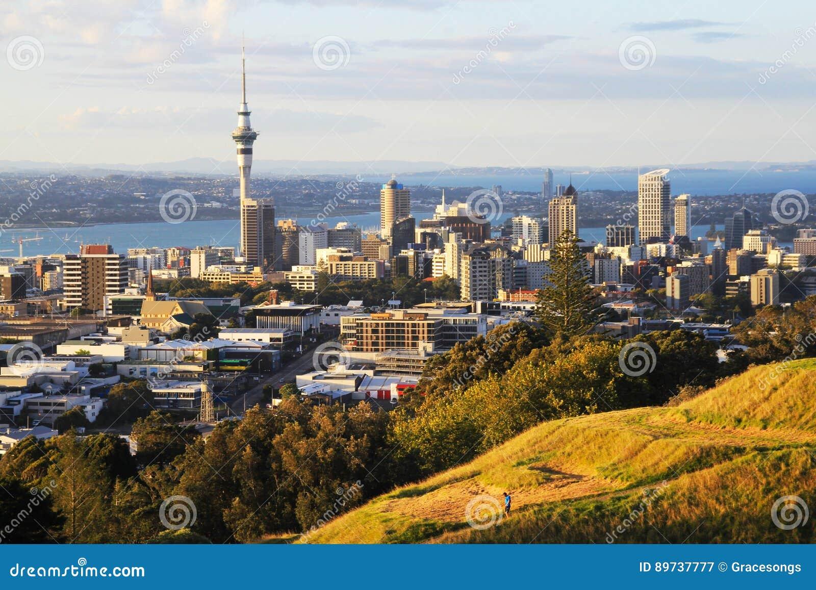Vista à cidade Nova Zelândia de Auckland de Mt Eden