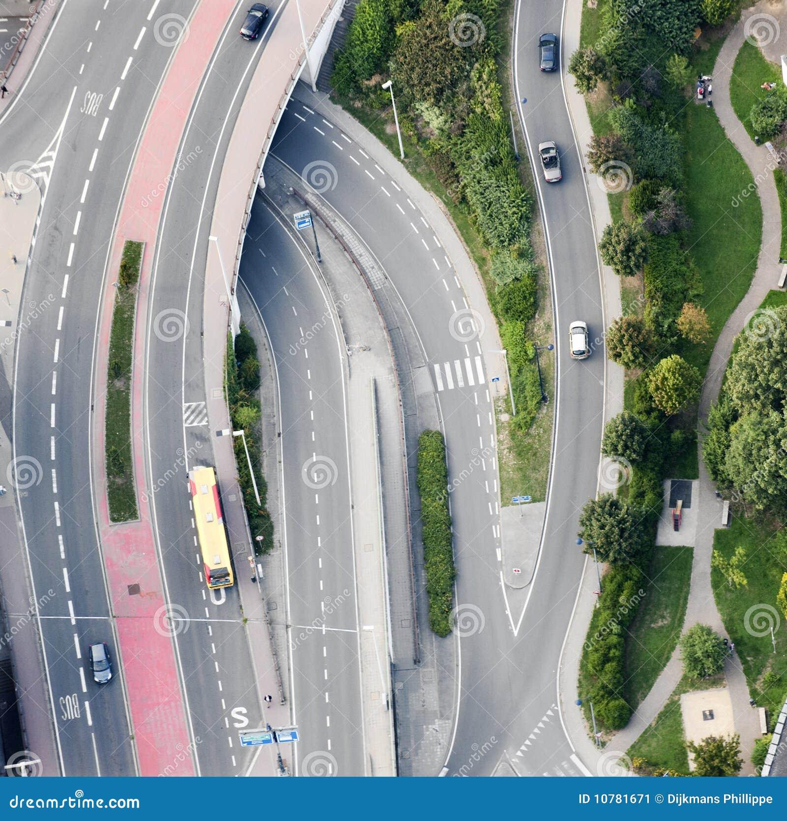 Vista aérea: Cruzamento de estradas