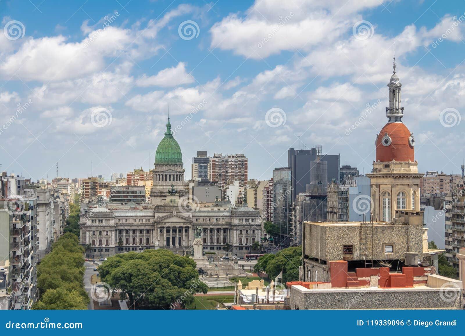 A vista aérea da construção de Inmobiliaria do congresso nacional e do La eleva-se - Buenos Aires, Argentina