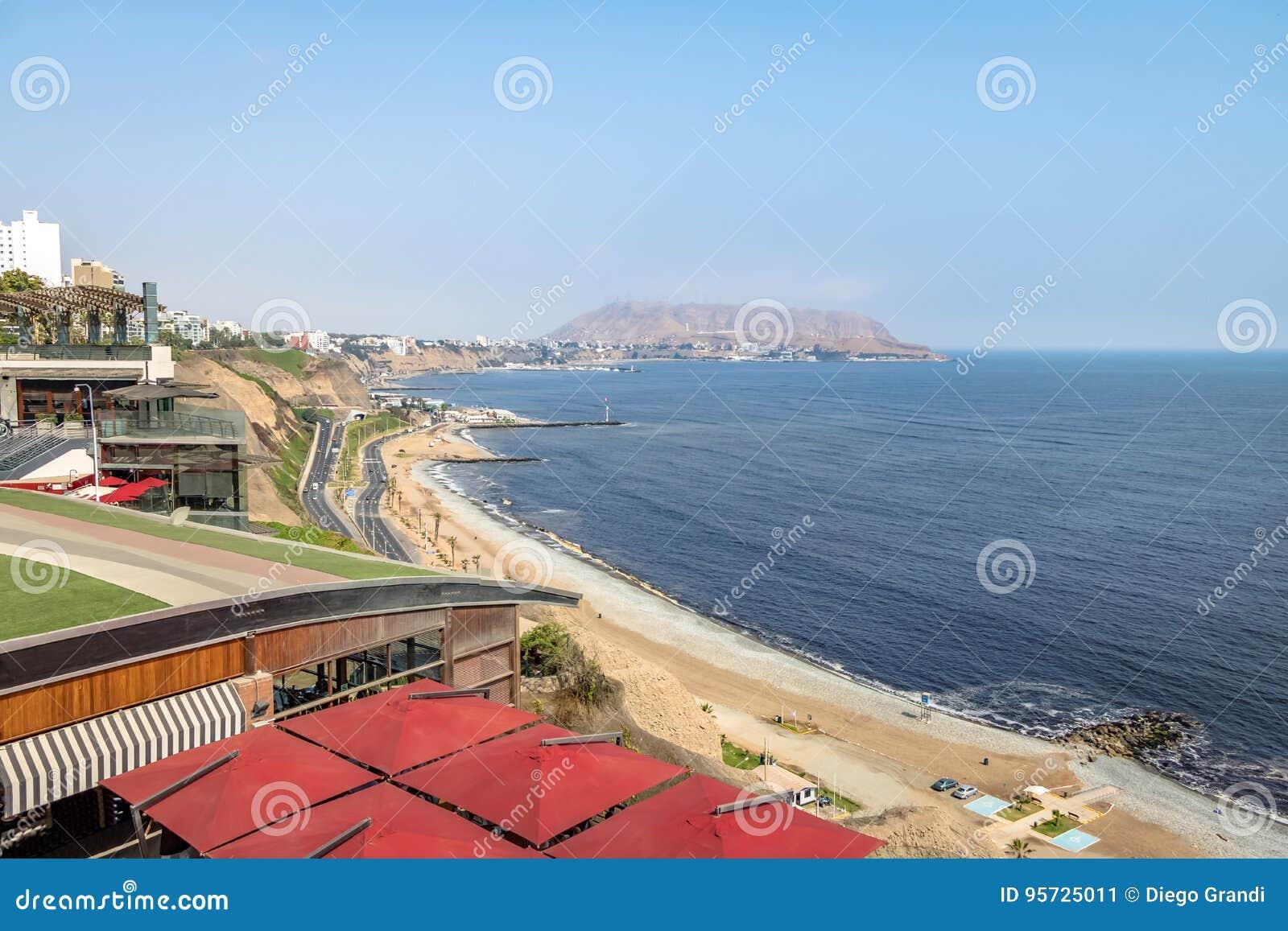 Vista aérea da costa do verde de Miraflores - Lima, Peru