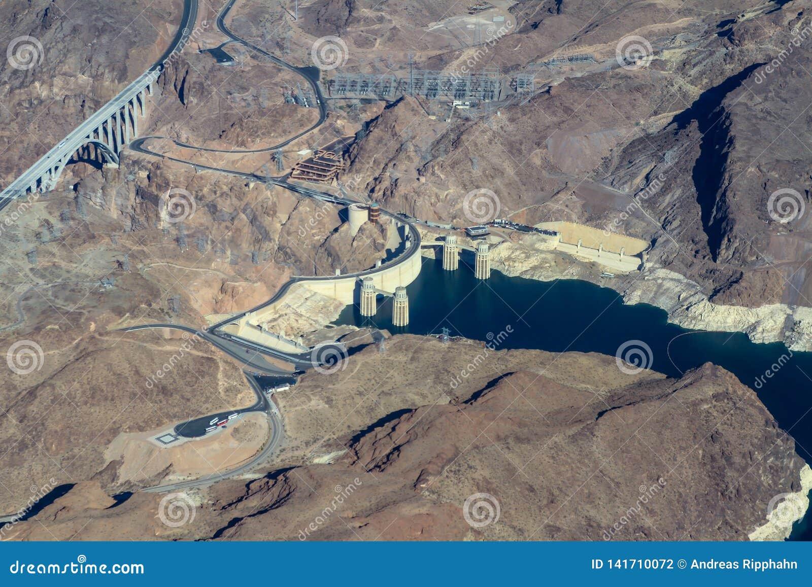Vista aérea da garganta e da barragem Hoover pretas