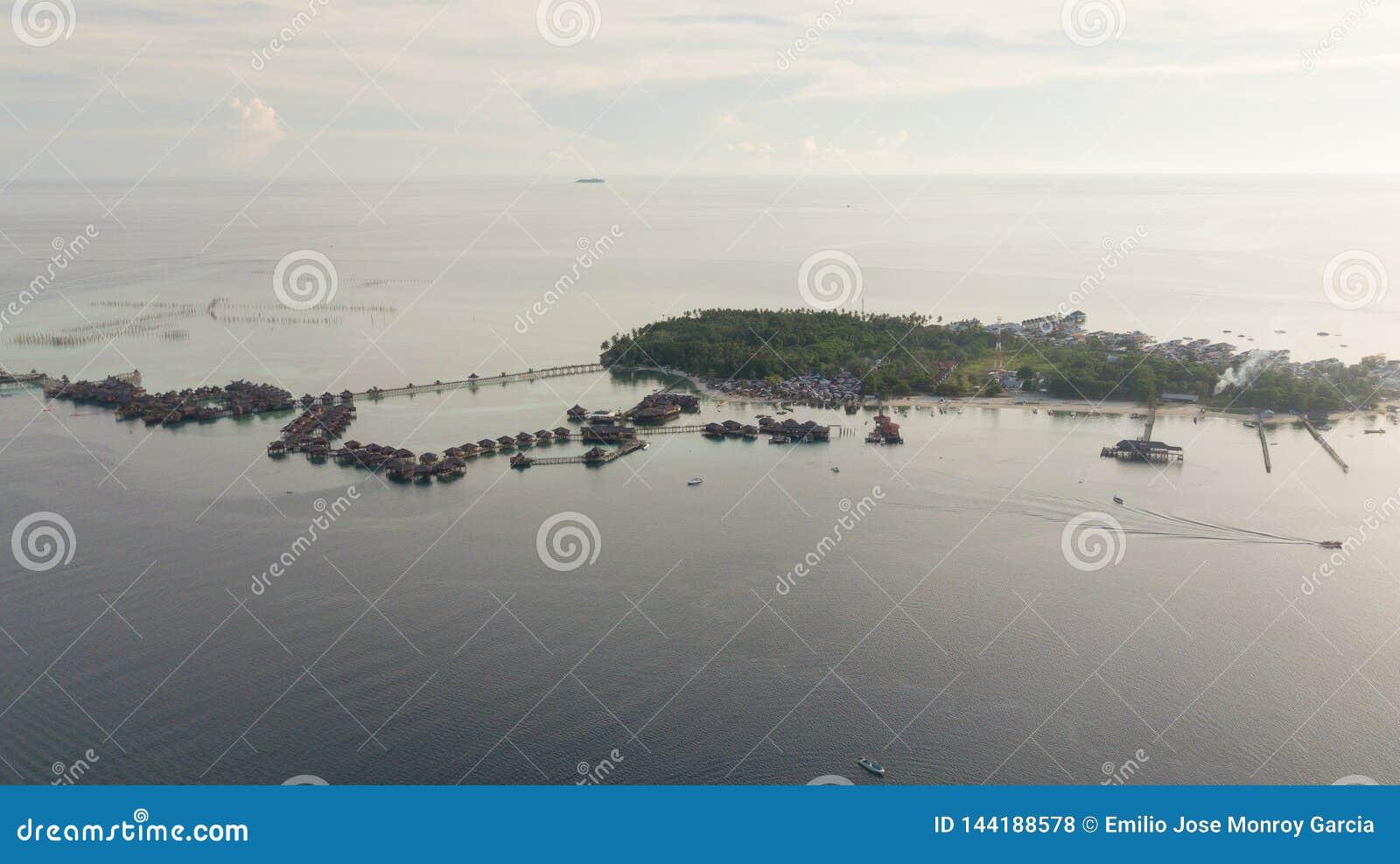 Vista aérea da ilha do mabul em Malásia