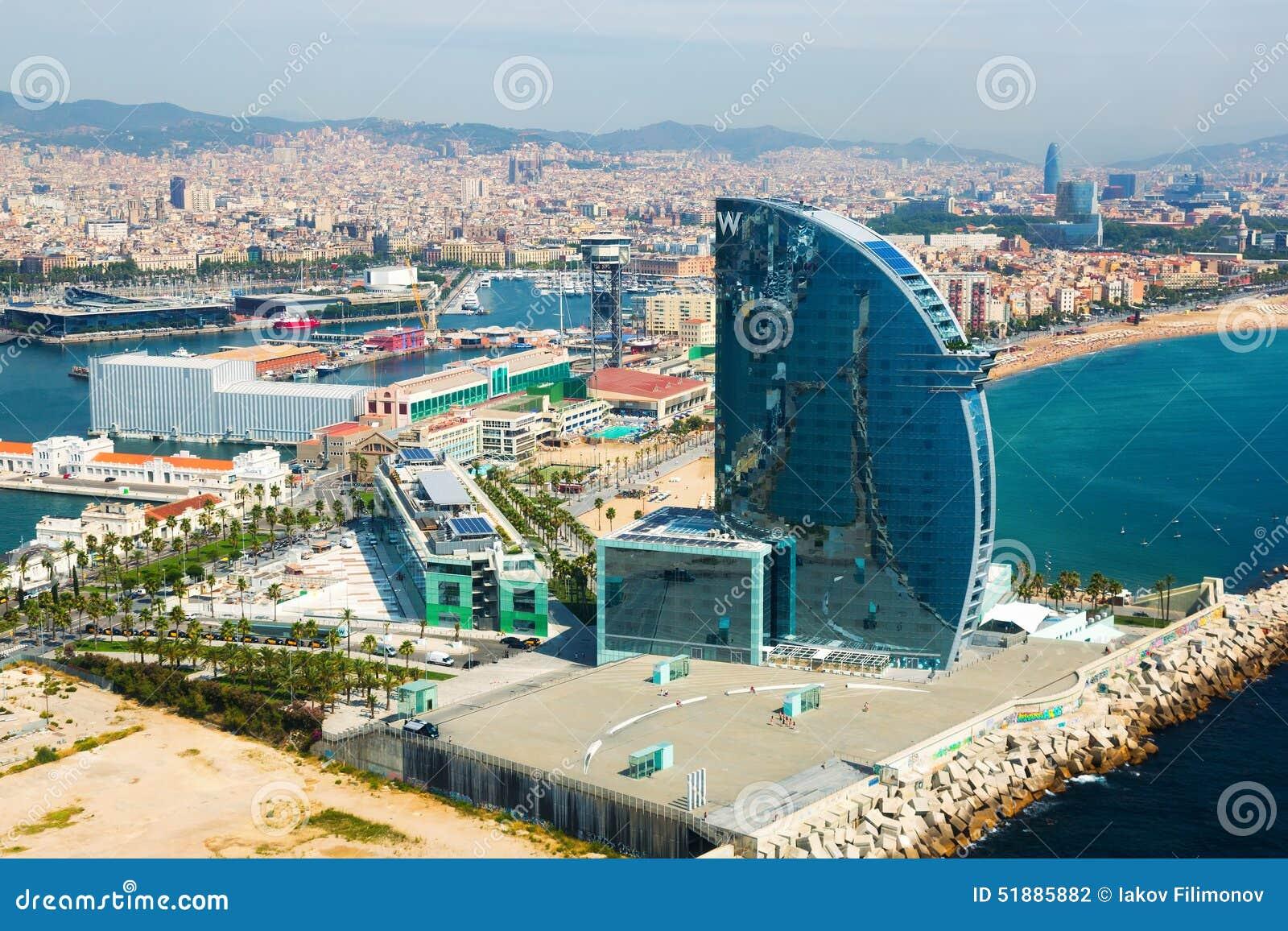Vista aérea de Barceloneta do lado de mar Barcelona