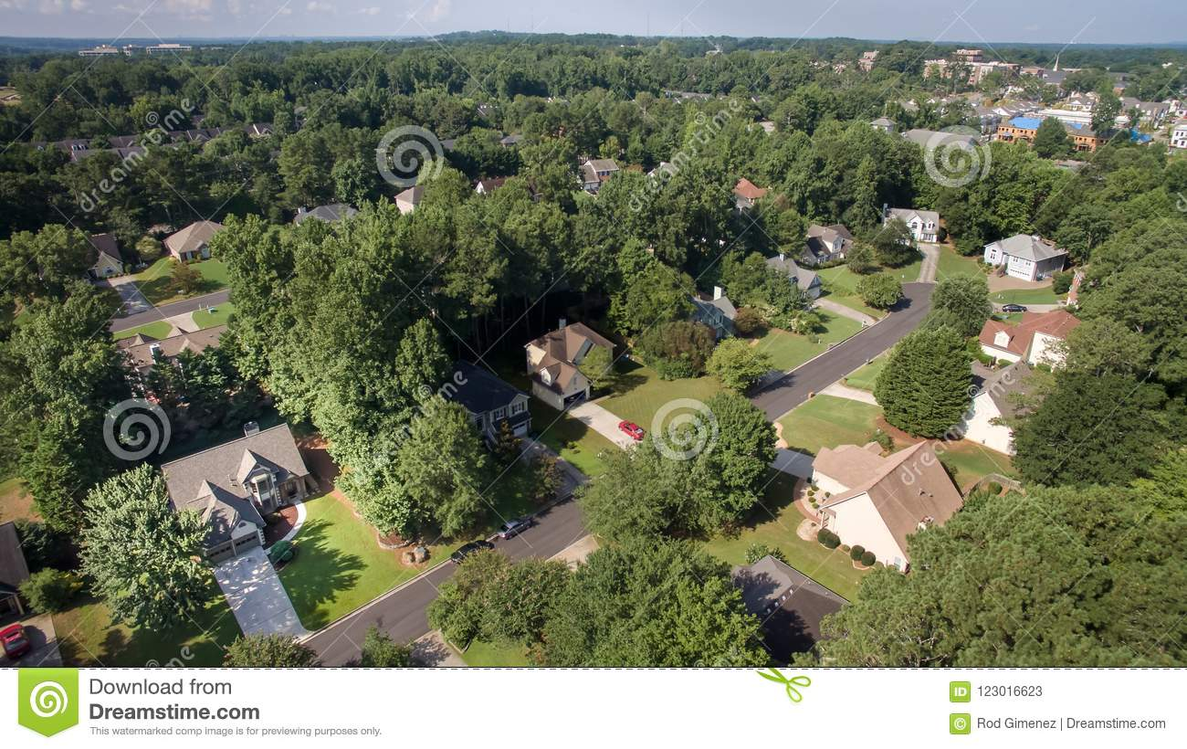 Vista aérea de casas suburbanas no Estados Unidos do sul
