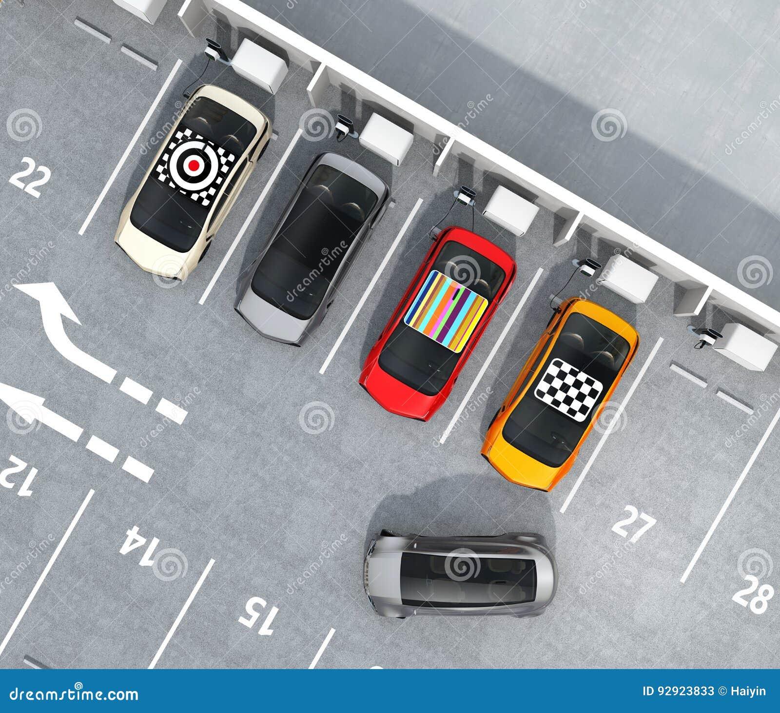 Vista aérea de EV colorido que carga en el estacionamiento