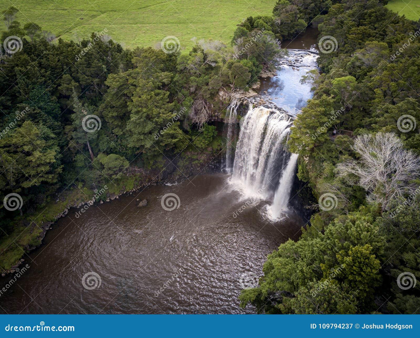 Vista aérea de la cascada