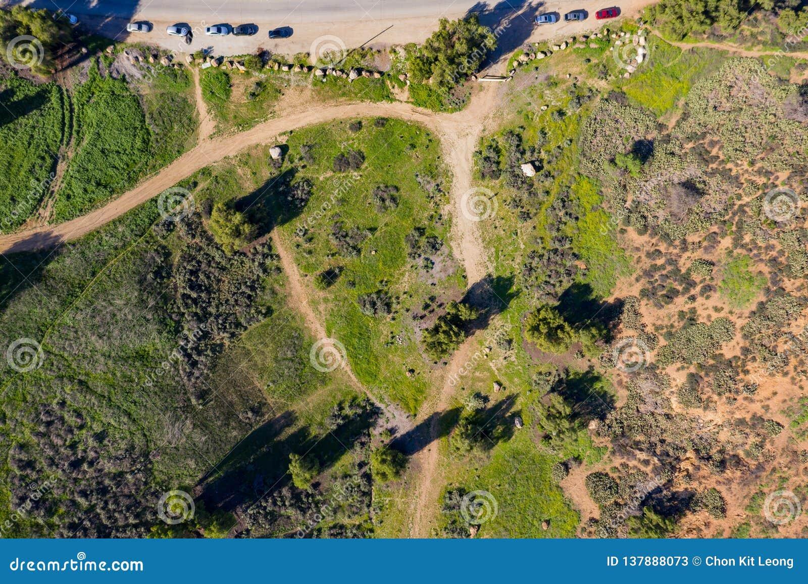 Vista aérea de la montaña rural hermosa en Pomona