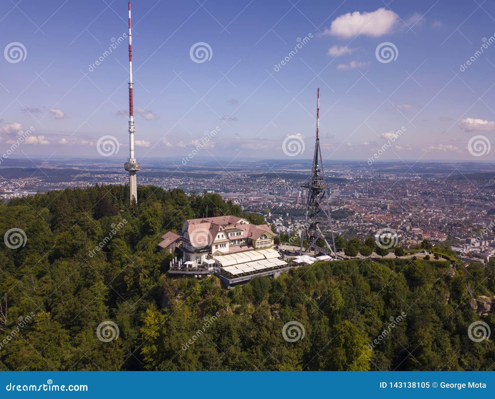 Vista aérea de la montaña de Uetliberg en Zurich, Suiza