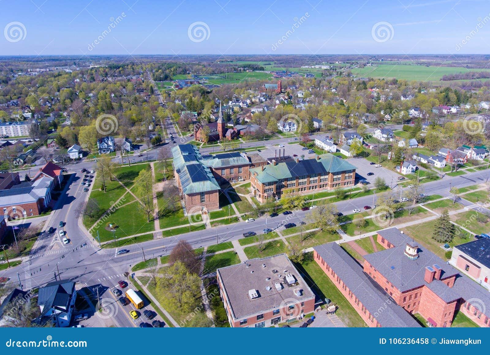 Vista aérea de la universidad de Clarkson, Potsdam, NY, los E.E.U.U.