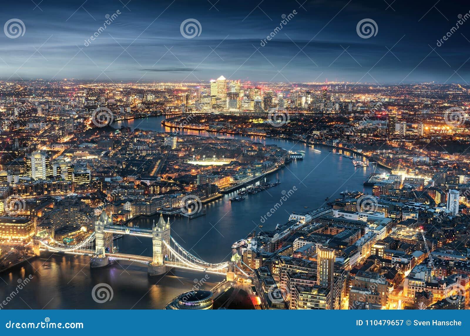 Vista aérea de Londres: da ponte da torre ao distrito financeiro Canary Wharf