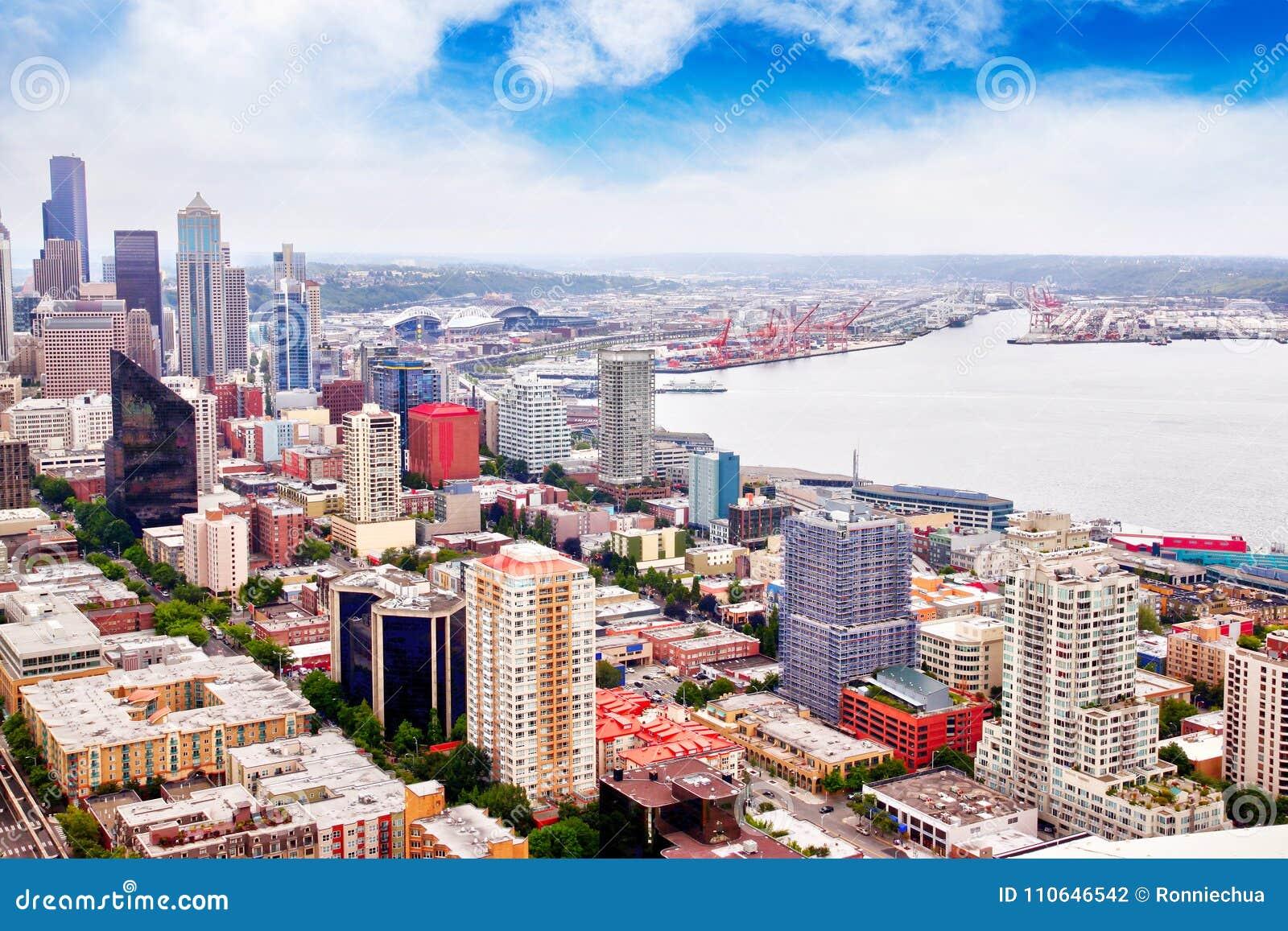Vista aérea del área céntrica de Seattle y del metro