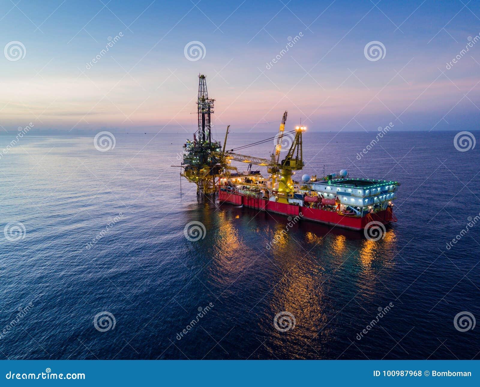 Vista aérea del aceite blando Rig Barge Oil Rig de la perforación