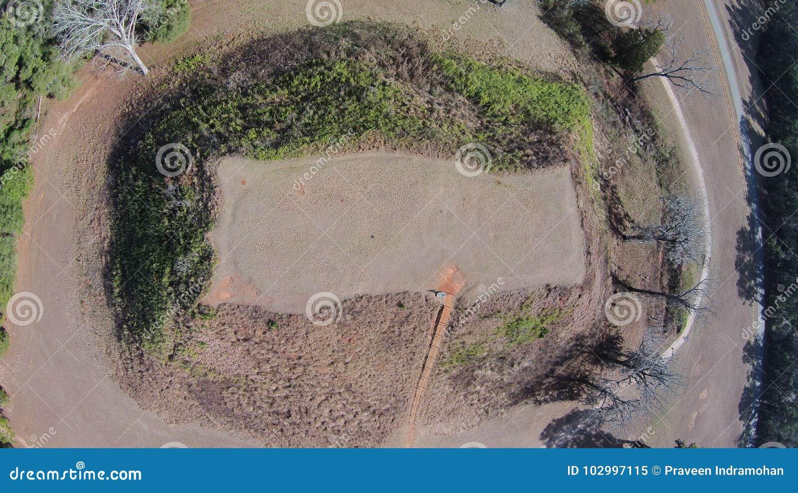 Vista aérea del montón del templo en los montones de Kolomoki complejos