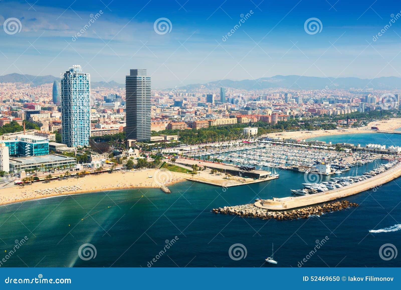 Vista aérea del puerto Olimpic del helicóptero Barcelona