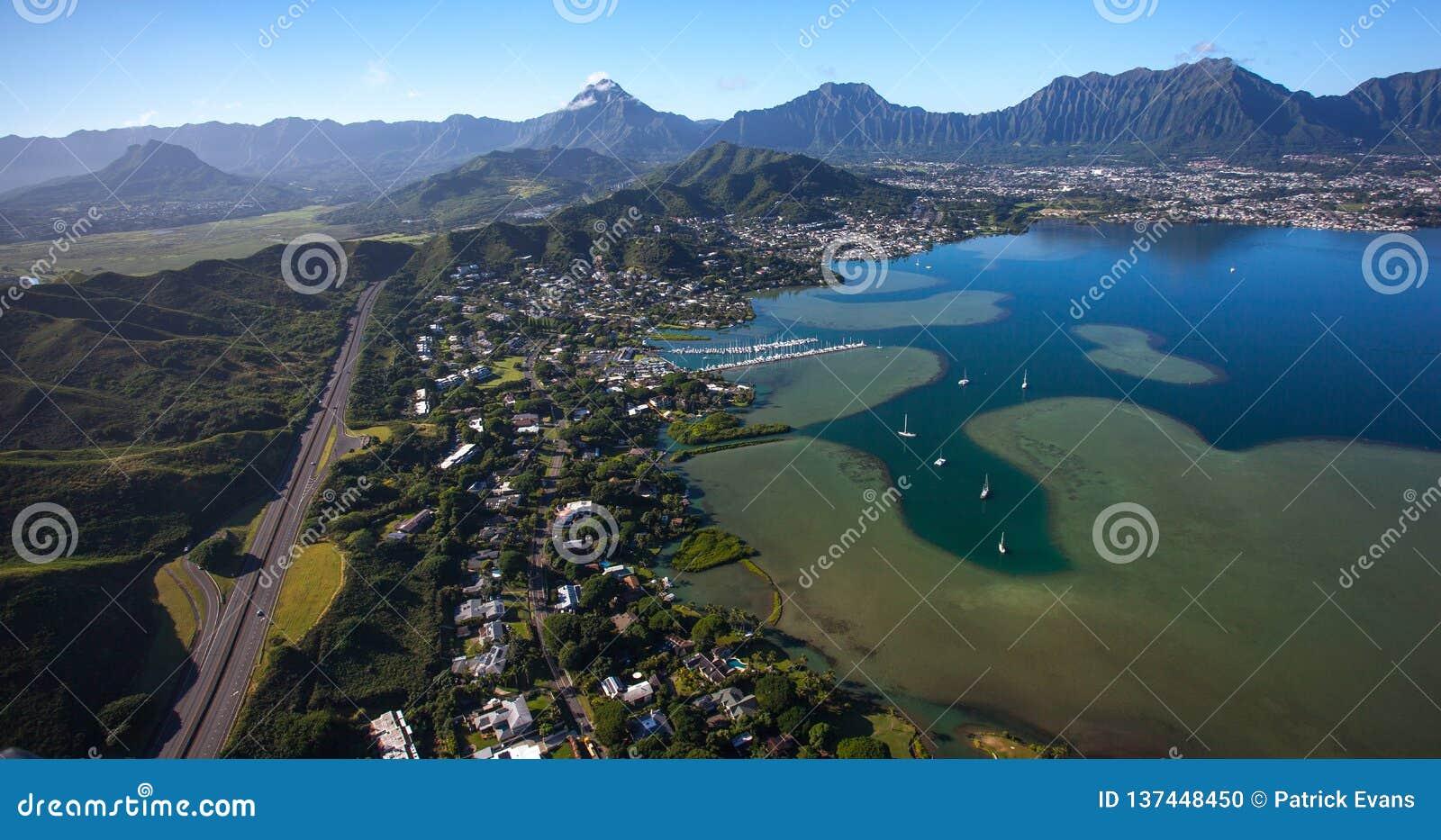 Vista aérea hermosa de Kailua, de Oahu, de Hawaii y de la bahía Oahu, Hawaii de Kaneohe