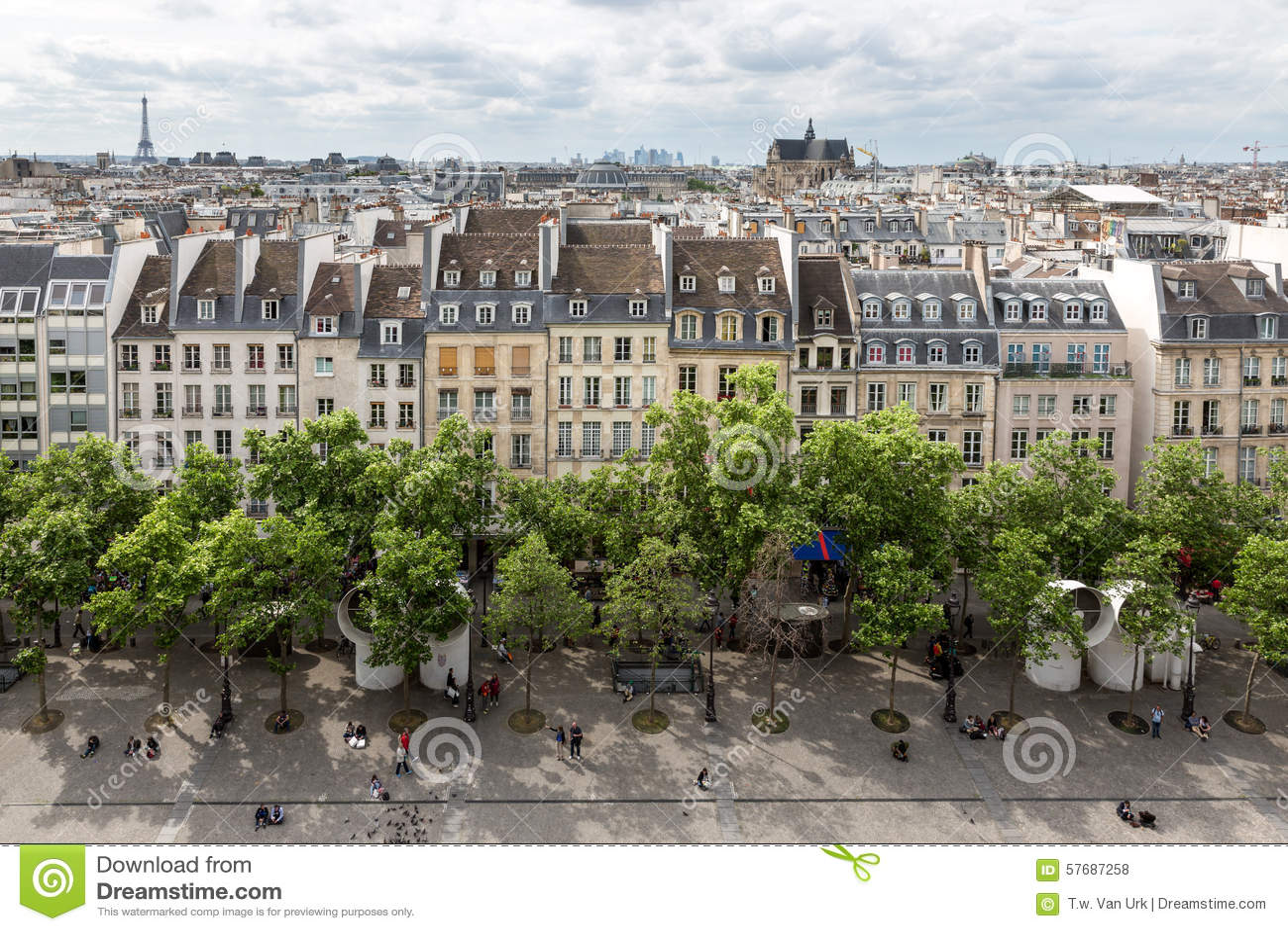 Vista aérea Paris do terraço do telhado do Centre Pompidou, Paris